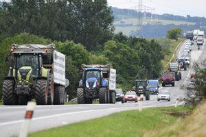 Traktory za mestom Košice v pondelok 18. júna 2018.