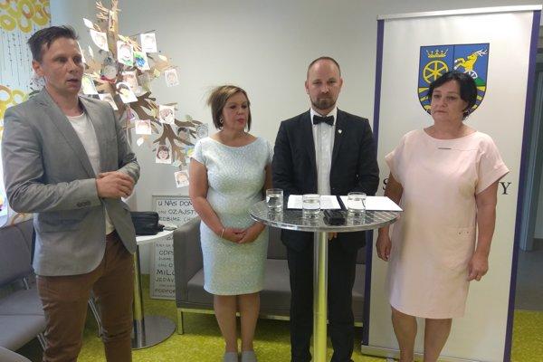 Zvýšenie platov Viskupič oznámil v zariadení na Stromovej ulici.