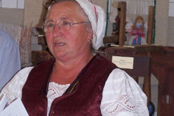 Otília Kadašiová na otvorení výstavy.