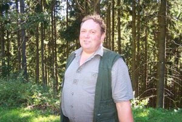 Lesník Jaroslav Hláčik v katastri obce Štiavnik obhospodaruje osemsto hektárov lesa.