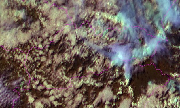 Pohľad z družice o 17.00, nad východným Slovenskom jasne vidieť zväčšenú oblačnosť.