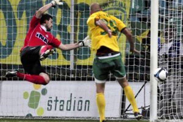 Ivan Lietava takto netrafil vo štvrtok proti Hajduku Split.