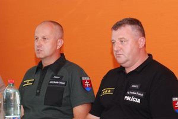 Policajný viceprezident Stanislav Jankovič a krajský policajný riaditeľ František Posluch informovali o zásahu proti fanúšikom zo Splitu.