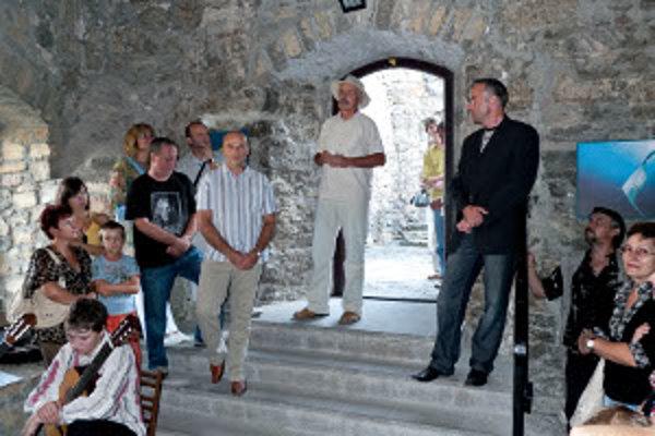 Vernisáž výstavy na Strečnianskom hrade.