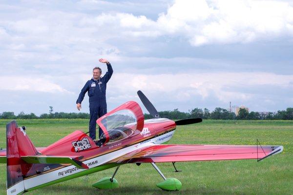 Skvelý letecký akrobat Zoltán VEres je stálicou novozámockých leteckých dní.