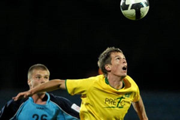 Patrik Mráz v žltom drese MŠK striedal Davida Kobylíka.