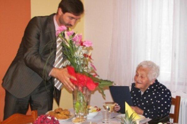 Oslávenkyňa Zuzana Dzúriková sa dožila krásneho veku sto rokov.