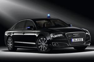 Autá poľského prezidenta aj premiéra mali v rokoch 2016 a 2017 vážne nehody. Prezident teraz využíva obrnené Audi A8 L Security.