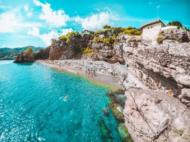Rôznorodé pláže Španielska