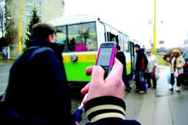 Stále viac ľudí využíva v Žiline možnosť zakúpiť si lístok cez sms.