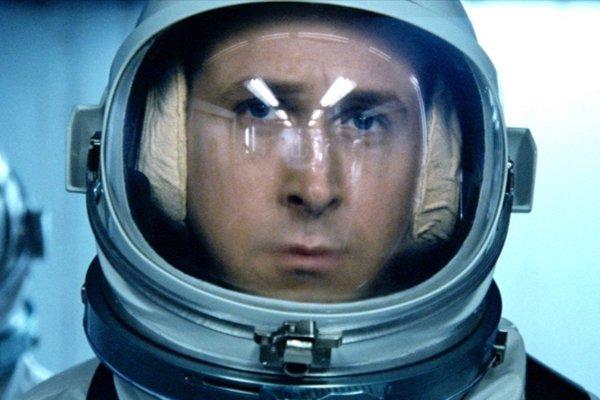 Ryan Gosling ako Neil Armstrong vo filme First Man.