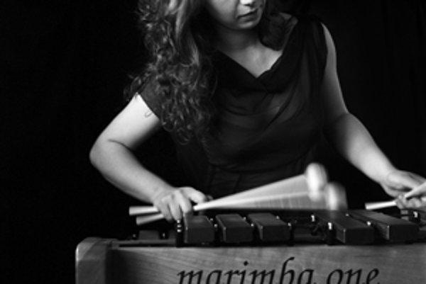 Bulharka Vassilena s jej nástrojom.