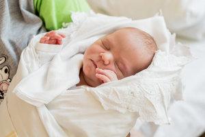 Lenka Porubčanová (2950g, 49cm) sa narodila 18. júna Marcele a Igorovi z Klobušíc. Doma už majú 5-ročného Michala.