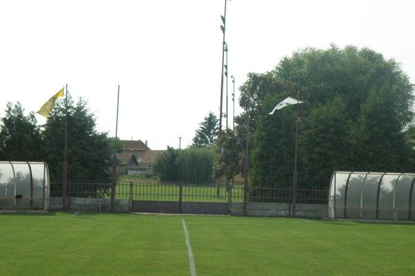 Na tomto štadióne sa hrá vBánove futbal od roku 1980