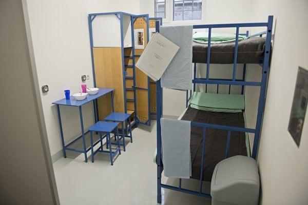Zmodernizovaná cela v bratislavskom Ústave na výkon väzby v Justičnom paláci.