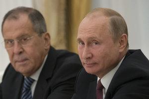 Šéf ruskej diplomacie Sergej Lavrov a ruský prezident Vladimir Putin.