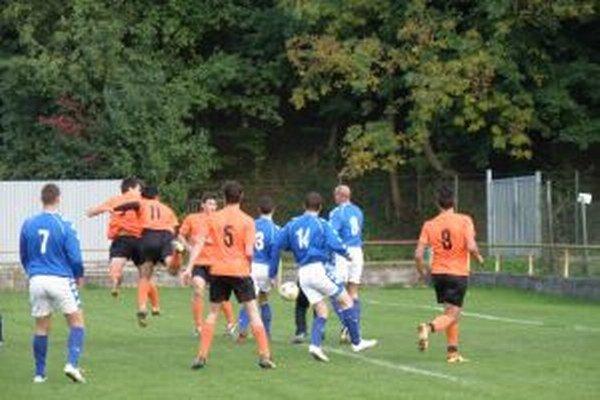Z tejto šance brvnišťania (v oranžovom) proti FC Orlové gól nedali.