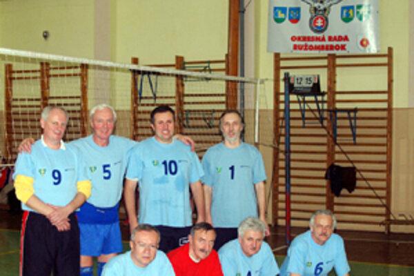 Volejbalové družstvo žilinských veteránov obsadilo na turnaji v Sliačoch druhé miesto.
