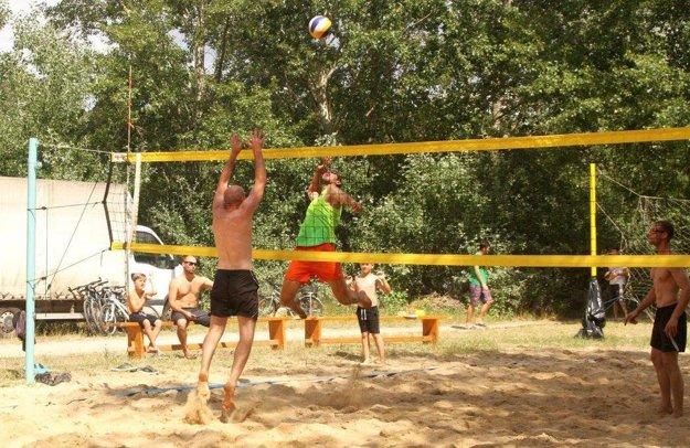 Šaliansky turnaj je zaujímavý tým, že sa odohráva v prírode - na pláži pri Váhu.