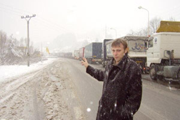 Starosta Svrčinovca Juraj Strýček hovorí, že blízkosť hranice a kamiónová doprava sú pre obyvateľov nočnou morou.