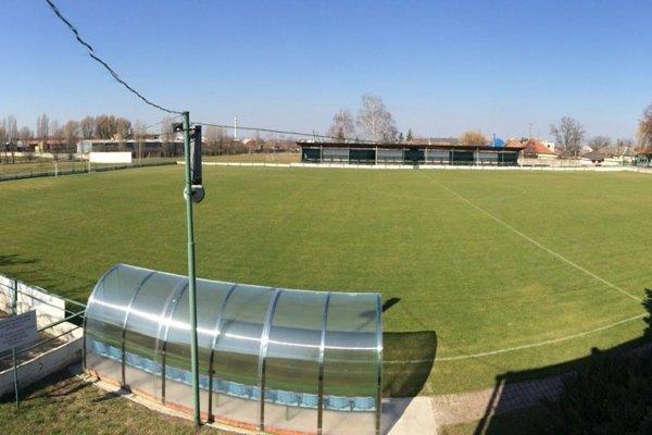 Štadión vo Dvoroch je vyšperkovaný modernými striedačkami atréningovou plochou.