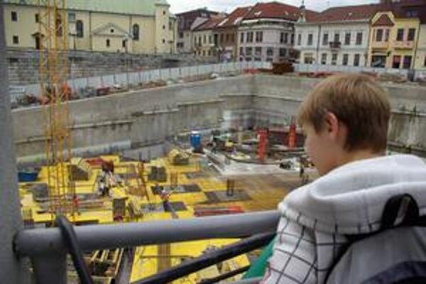 Obchodné centrum Hrad v centre Žiliny stavajú bez stavebného povolenia.