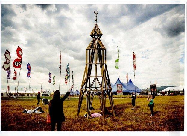 Minaret – víťazné dielo Public Art Festival Contest v roku 2016 ako symbol bezpečia, nie náboženskej provokácie.