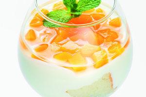 Studený jogurtový pohár.