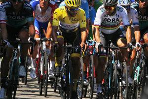 Peter Sagan (vpravo) diskutuje s Fernandom Gaviriom pred začiatkom druhej etapy.