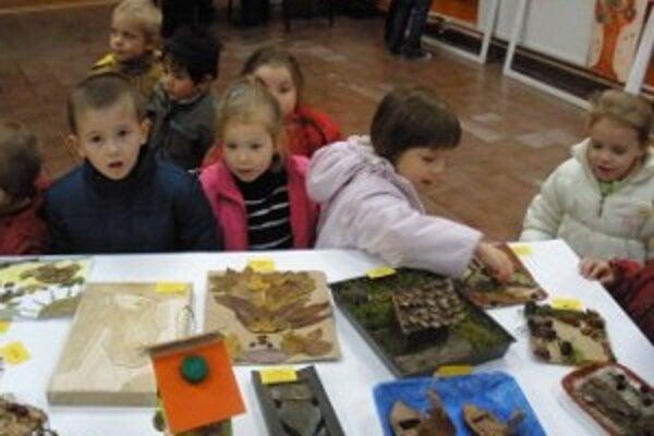 Výstava remesiel. Deti sa učili rôznym remeselným technikám.