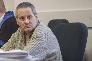 Štefan K. pred pojednávaním na Špecializovanom trestnom súde v Pezinku.
