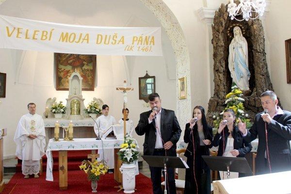 Oslavy v kostole v Novom Tekove.