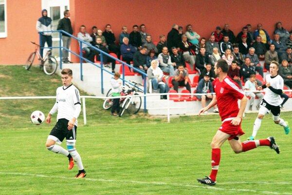 Alekšince vyhrali súťaž, ale rozhodli sa zostať v piatej lige. Útočník Matej Fuska mal priemer viac ako gól na zápas.