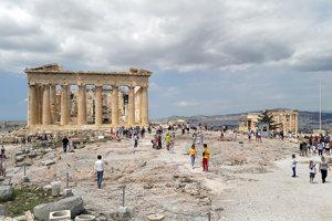 Študenti z Turčianskych Teplíc na aténskej Akropole.
