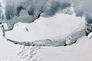 Ľadová kryha A-68, ktorá sa odlomila od ľadovca Larsen C.