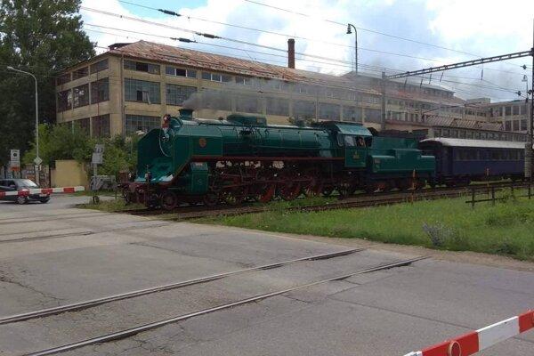 Obnova parného rušňa Zelený Anton stála 50-tisíc eur. Vlak takto prechádzal Martinom.