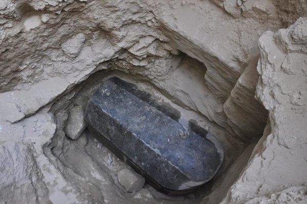 Objavený čierny sarkofág zo žuly pod Alexandriou.