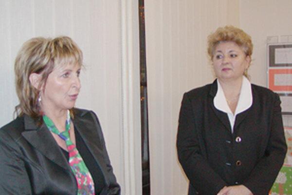 Výstavu otvorili Beáta Matušáková a Soňa Řeháková.