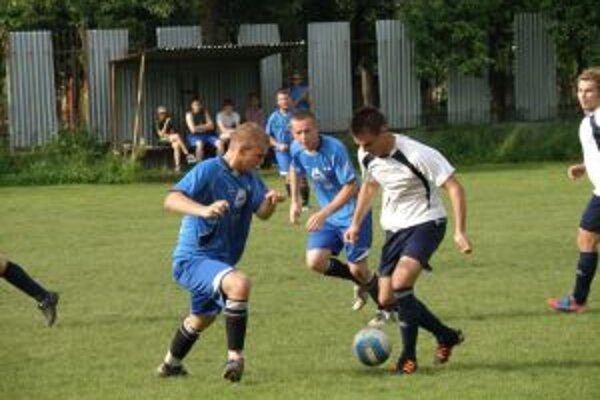 Mokrička z Lysej (v bielom) dal proti Udiči dôležitý prvý gól.