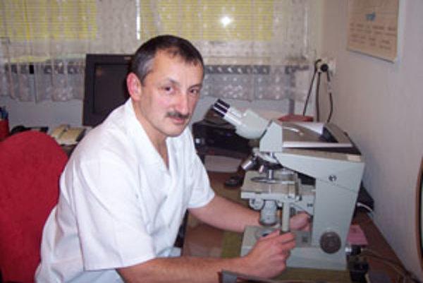"""""""Náhľad verejnosti na našu prácu je veľmi skreslený, informácií je veľmi málo a niektoré ani nie je možné posúvať smerom navonok,"""" hovorí Jaroslav Ivan, vedúci lekár súdno-lekárskeho a patologicko-anatomického pracoviska v Žiline."""