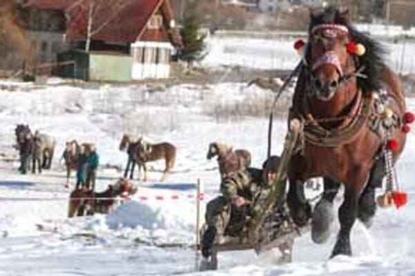 Na zmrznutom snehu robila gazdom najväčšie starosti jazda na 800 metrov a otáčky pod sochou Jánošíka.