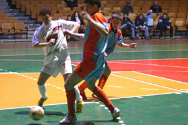 V stretnutí III. žilinskej futsalovej ligy medzi CVČ Strom Solinky a ŽFA Žirafa sa zrodil nerozhodný výsledok 4:4.