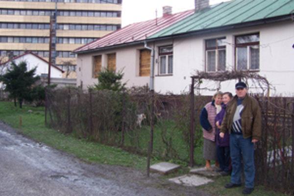 Obyvatelia mestských domčekov za Vuralom  žijú v neistote. Vysťahovať sa nechcú, ale netušia, či nebudú musieť.