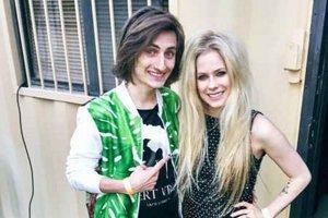 Na husliach sprevádzal aj Avril Lavigne.
