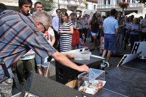 Účastníci protestného zhromaždenia proti kotlebovcom v Žiline.