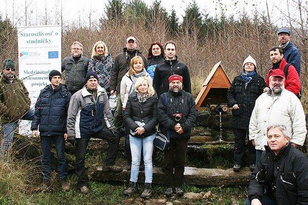 Jedna zo štyridsiatich studničiek sa nachádza aj Pod jedľovinou pri Varíne.