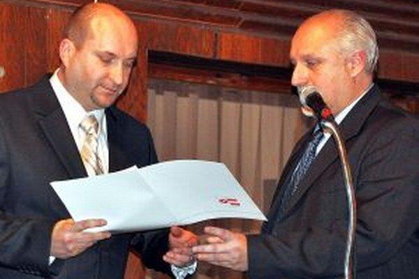 Viceprimátor Jozef Šimek (vľavo) a primátor Roman Matejov spoločne zarobia 4573 eur.
