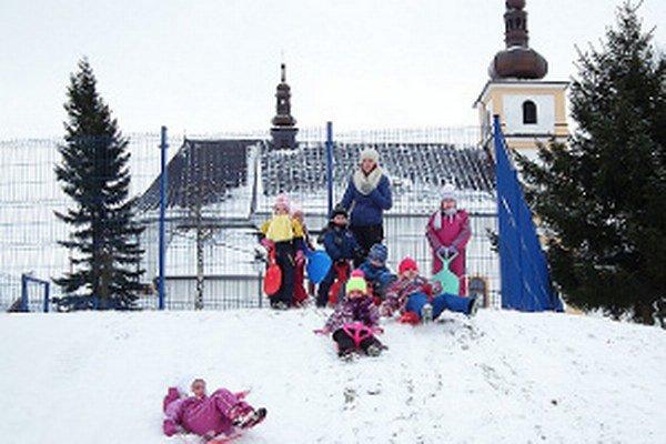 Oravskoveselskí škôlkari na prechádzke