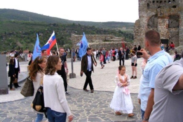 Na starobylý Devín  zavítali stovky pútnikov.