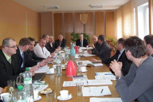 Hornooravských starostov minulý týždeň na dva dni zamestnal snem ZMOS-u.